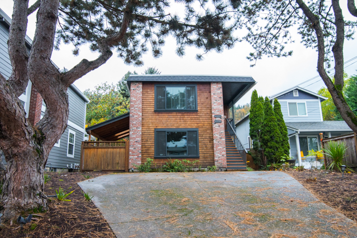 6137 SW Hood Avenue, Portland, Oregon